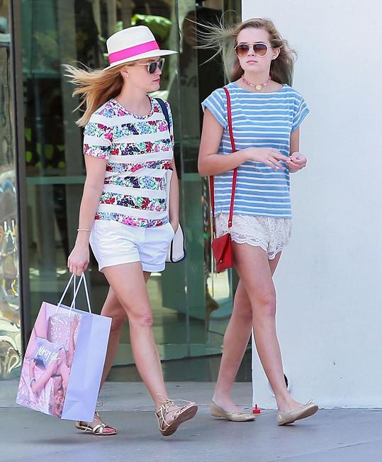 Reese Witherspoon zastavila čas a vypadá stejně jako její dcera Ava.