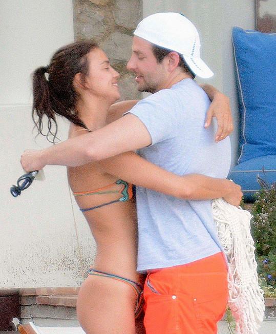 Irina Shayk s partnerem Bradleym Cooperem, s nímž má dceru Leu