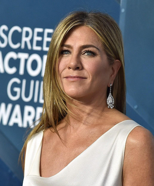 Jennifer Aniston okomentovala podobu s TikTokerkou Lisou Tranel.