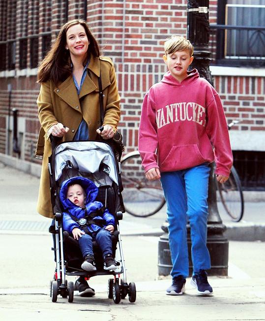 Liv Tyler se svými dvěma syny Milem a malým Sailorem