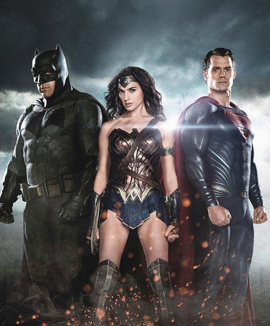 Gal Gadot jako Wonder Woman s Batmanem a Supermanem