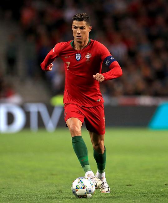 Na 1. místě se umístil Cristiano Ronaldo, který přesáhl nejvyšší počet instagramových fanoušků na světě.