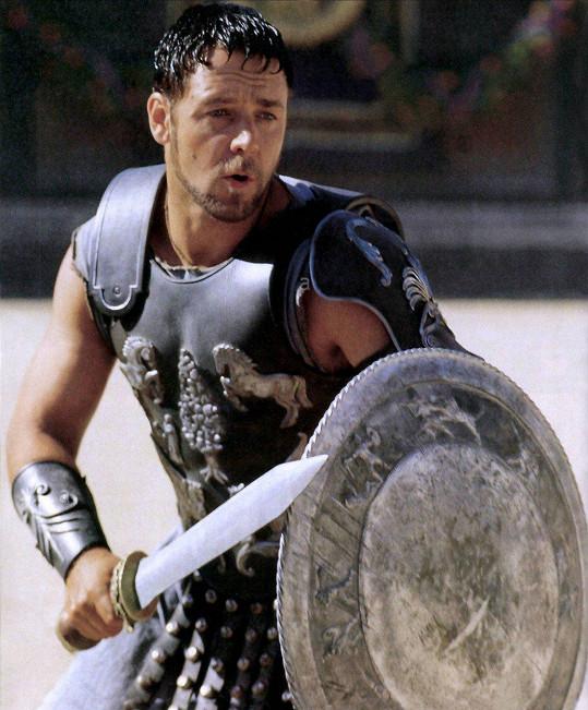 Takhle vypadal ve své nejslavnější roli ve filmu Gladiátor (2000).