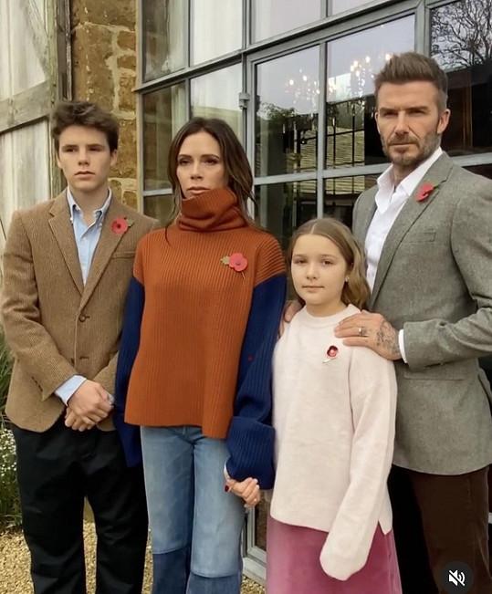 Britský lockdown znovu tráví doma s rodinou.