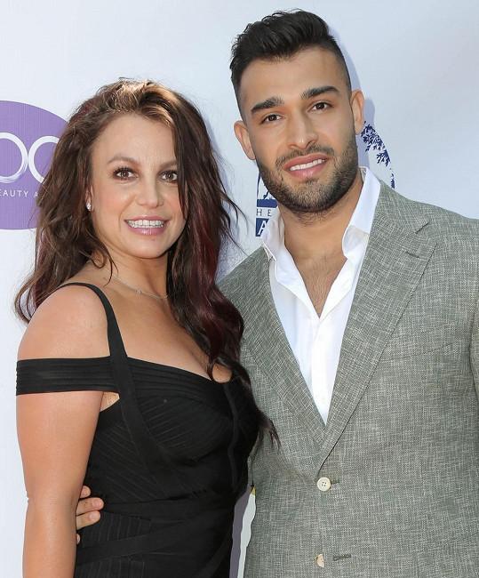Britney Spears má po boku fitness trenéra Sama Asghariho.