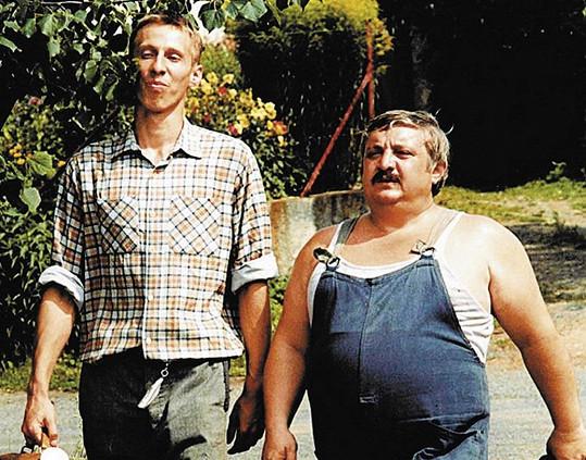 Otík a Pávek (Marián Labuda) ve filmu Vesničko má středisková