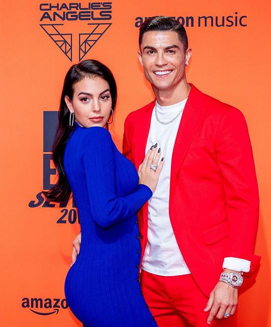 Georgina Rodríguez a Cristiano Ronaldo se seznámili v roce 2016 v prodejně Gucci, kde byla kráska jako asistentka prodeje.