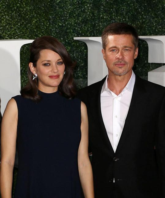 Marion s Bradem Pittem loni v listopadu během propagace filmu Spojenci