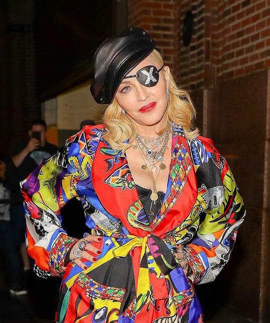 K Madonně v nich moc vlídný nebyl.