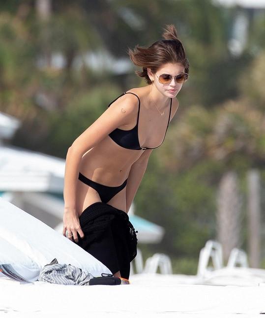 V bikinách se předvedla v Miami.