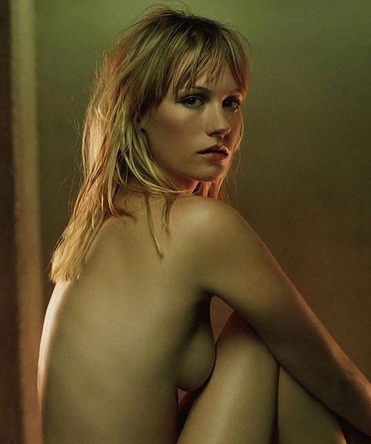 Hezká mladá nahá
