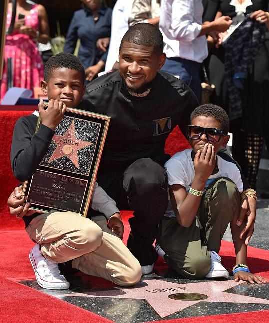 Synové Ushera Usher mladší a Naviyd spolu s otcem
