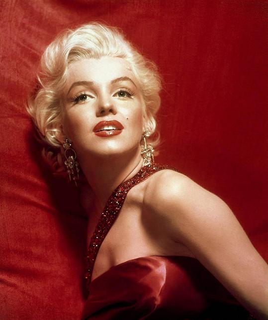 Takhle ji známe později z filmového plátna. V roce 1953 začala po filmech Niagara a Páni mají radši blondýnky kariéra Marilyn prudce stoupat.