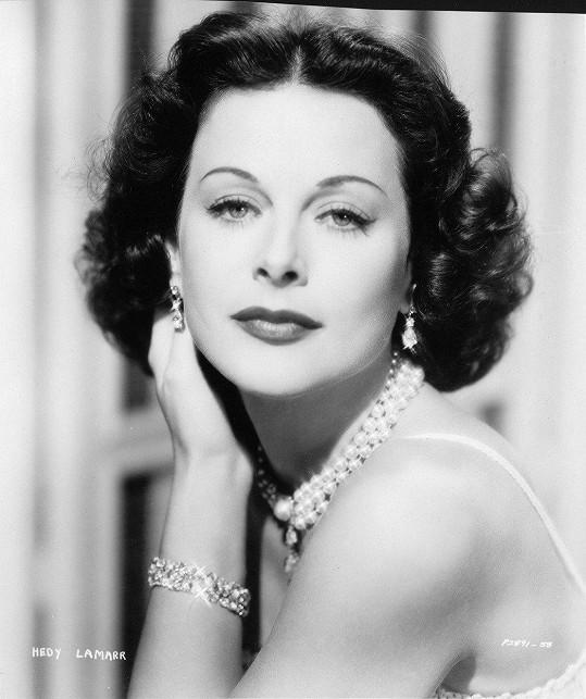 Hedy Lamarr šestkrát.