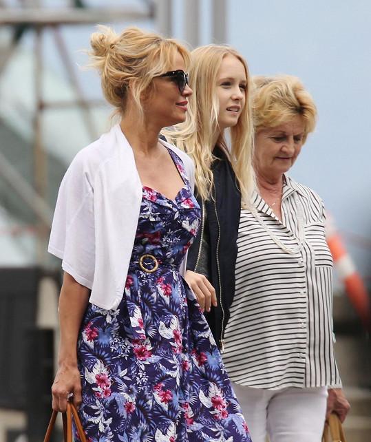Pamela Anderson s maminkou Carol a neteří Kylie