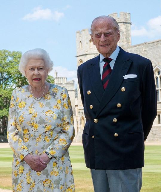 Královna i princ Philip už mají očkování za sebou.