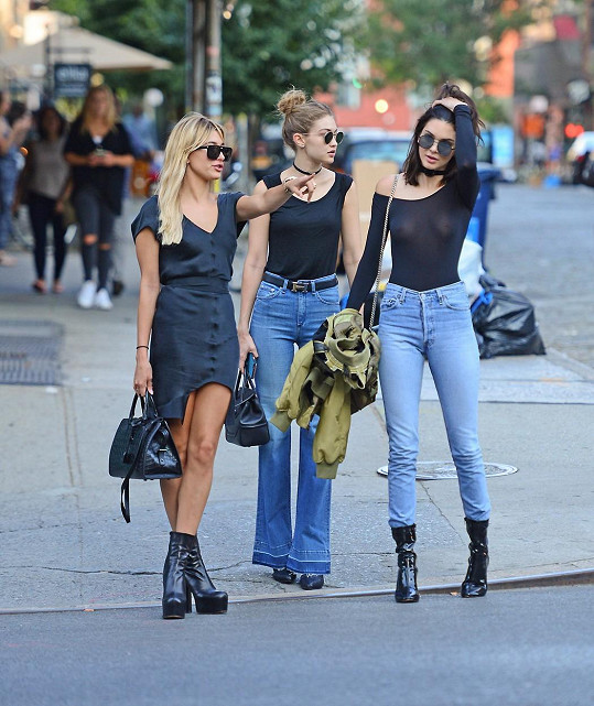 Úterní odpoledne strávila s kamarádkami Gigi Hadid a Hailey Baldwin.