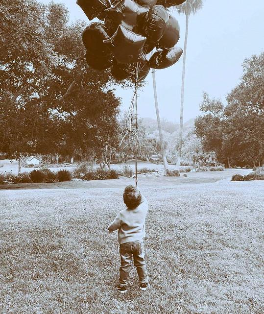 Harry s Meghan sdíleli narozeninovou fotografii syna.