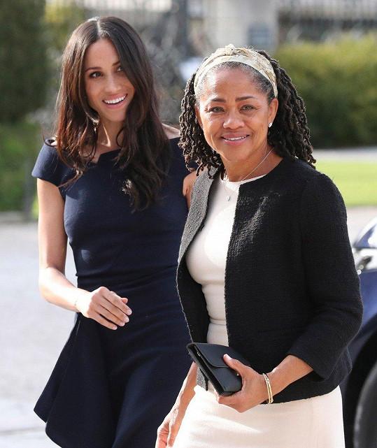 Meghan s maminkou Dorií Radlan navštívily královnu.