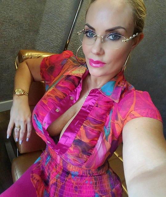 Coco Austin je podnikavá žena.