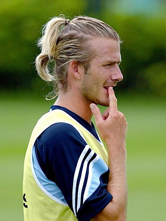 Culíčky nosil kdysi i David Beckham, který je módní ikonou.