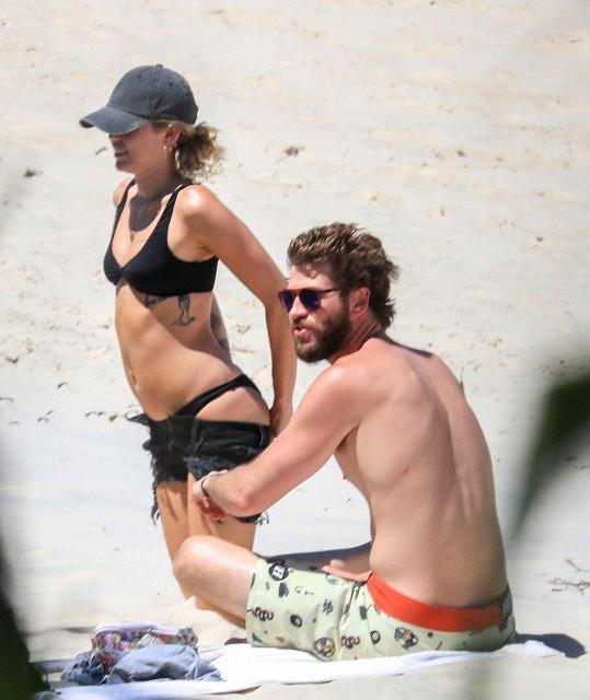 Miley s Liamem. Manželé ale stále nejsou.
