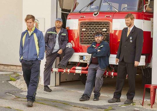Dobrovolní hasiči Jaromír Nosek, Petr Rychlý, Radim Kalvoda a Marek Holý