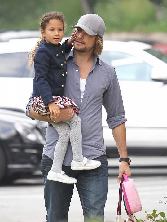 Nahla má v oblibě svého tatínka Gabriela.