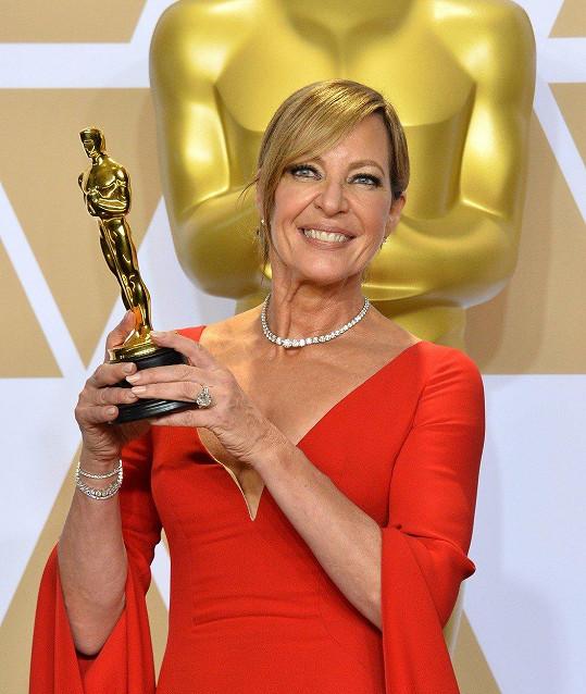 Allison Janney získala v osmapadesáti letech svého prvního Oscara.