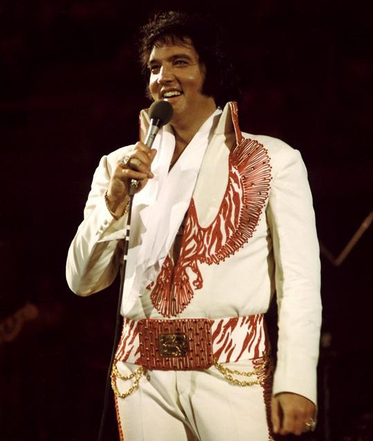 Elvis přibral na neuvěřitelných 159 kilo.