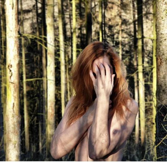 Iva Pazderková se svlékla v minus pěti stupních v lese.