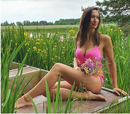 Lucie Gelemová předvedla své tělo v plavkách.