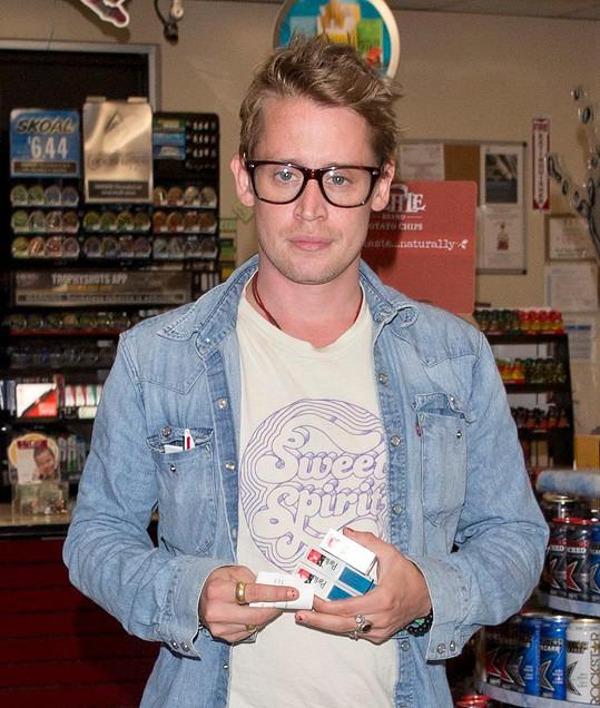 Hvězda Macaulay Culkin (36) s novým účesem a zdravou tváří