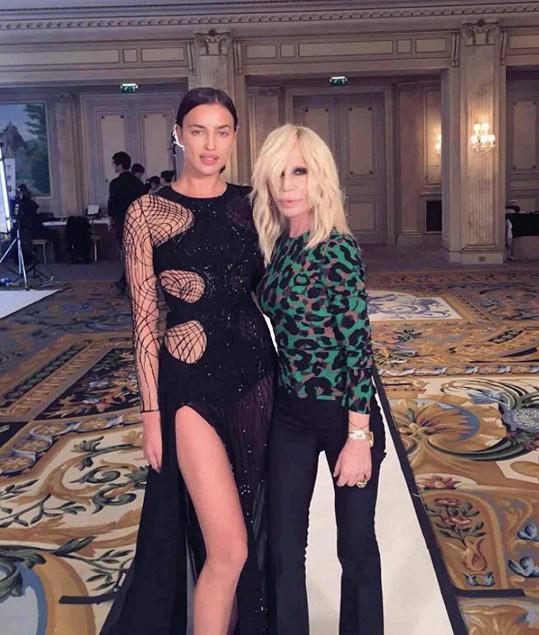 Irina s návrhářkou Donatellou Versace