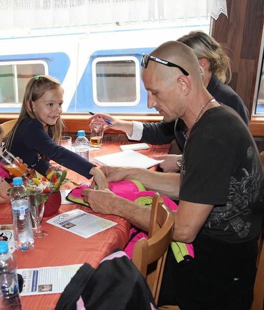 Matěj Homola s dcerou Laurou.