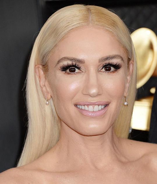 Gwen na cenách Grammy. Její vzhled některé ponoukl k otázkám, jiné rovnou k drsné kritice.