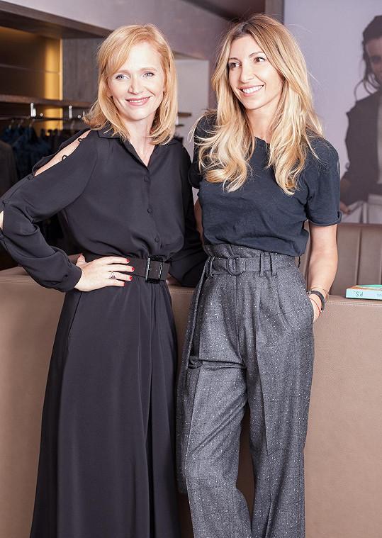 Aňa s návrhářkou Ivanou Mentlovou, jejíž modely často obléká.