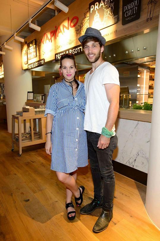 S manželem Romanem Tomešem už mají syna Kristiána.