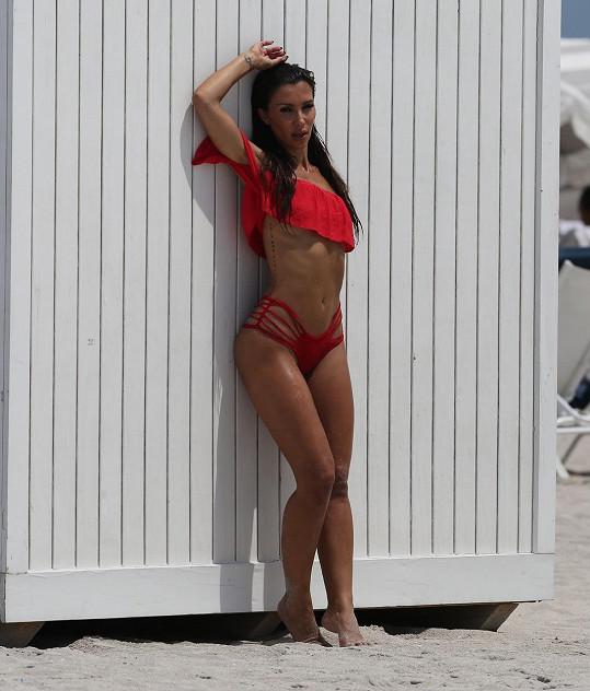 Metisha Schaefer vypadá jako mladší verze Kim Kardashian.