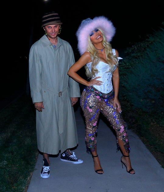 Kim a její kamarád Jonathan Cheban jako Pamela Anderson a Tommy Lee