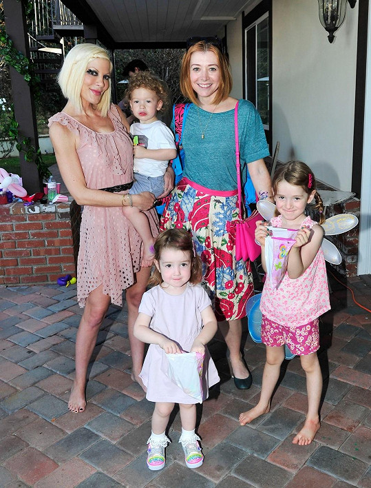 Účastila se i Alyson Hannigan s dětmi.