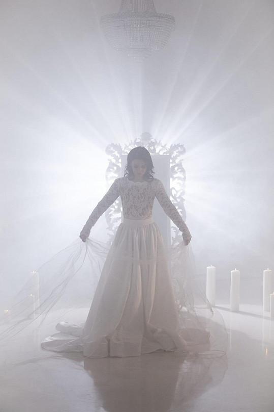 Videoklip spolurežírovala s Václavem Noidem Bártou jeho přítelkyně Eliška Grabcová.