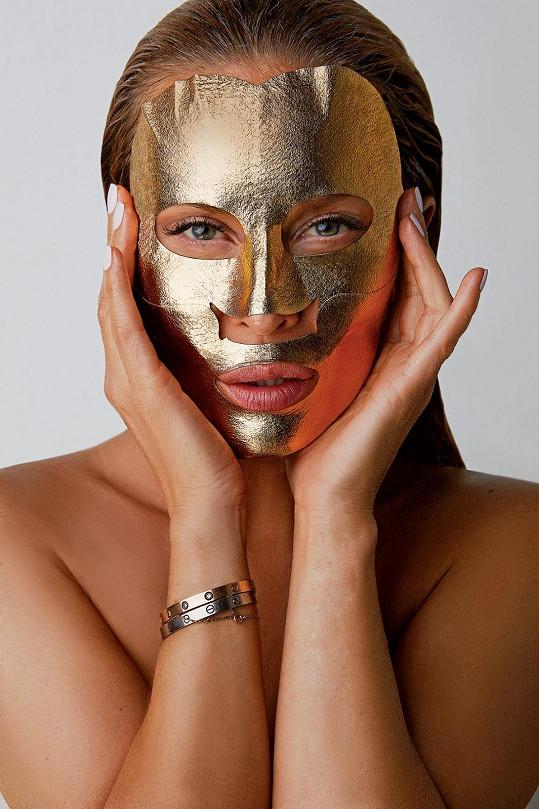 Simona nedávno přestavila velkou novinku, svojí kolagenovou masku.