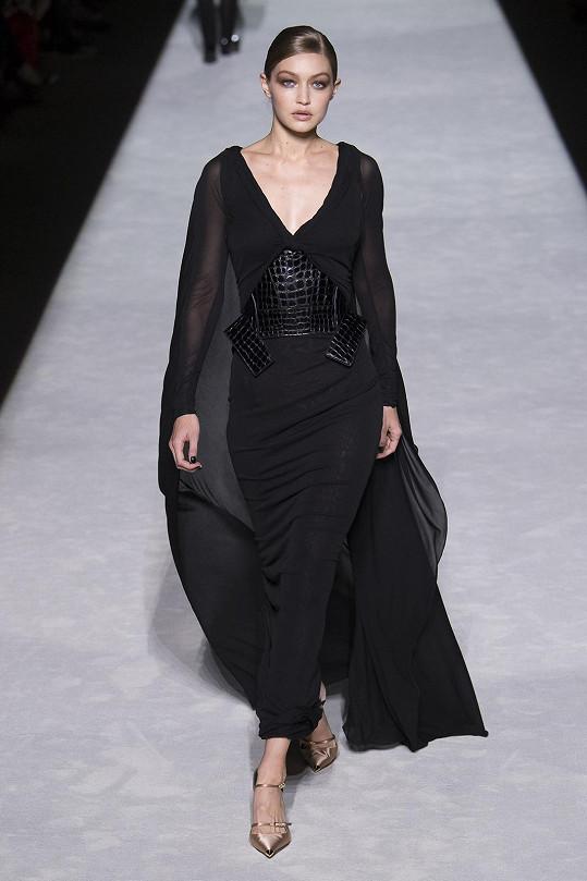 Model v hodnotě 250 tisíc korun před ní vynesla na přehlídce Gigi Hadid