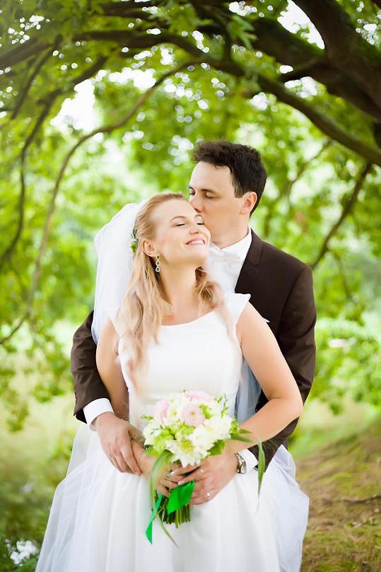 Elis se v létě vdala.