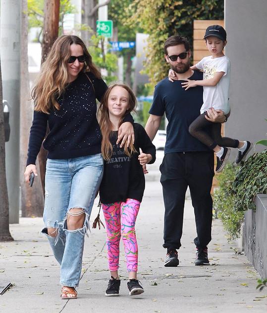 Představitel Spidermana s manželkou Jennifer, dcerkou Ruby a synem Otisem