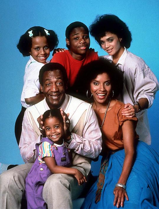 Bill Cosby a jeho seriálová rodinka.