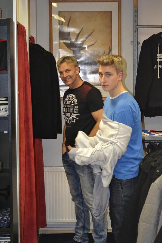 Martin Maxa se synem Ivošem, který tátu možná brzy přeroste.