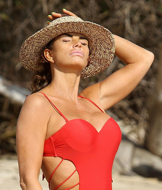 Známá televizní hvězdička a glamour modelka relaxovala v Thajsku.