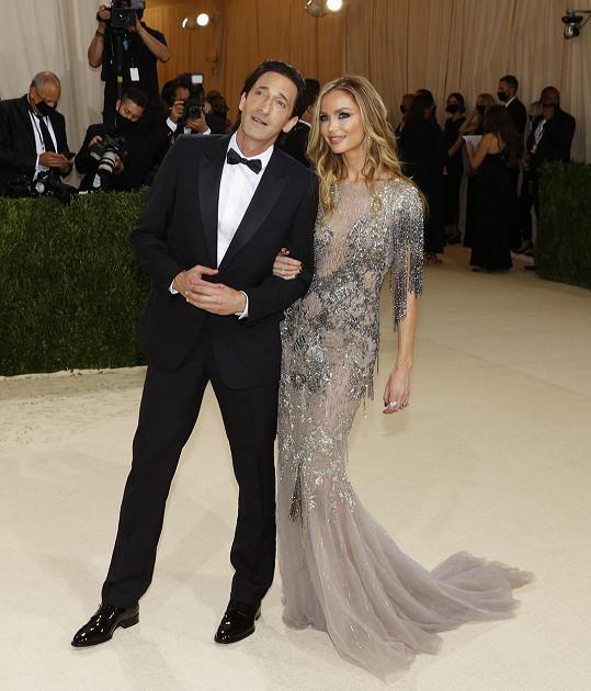 Adrien Brody s Georginou Chapman v Dioru